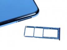 Triple card slot - Samsung Galaxy A7 (2018) review