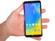 In the hand - Samsung Galaxy A7 (2018) review