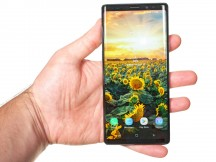6.4-inch Super AMOLED in the hand - Samsung Galaxy Note9 review