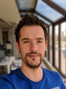 Portraits compared: Google Pixel 2 XL - f/1.8, ISO 66, 1/557s - Samsung Galaxy S9+ review