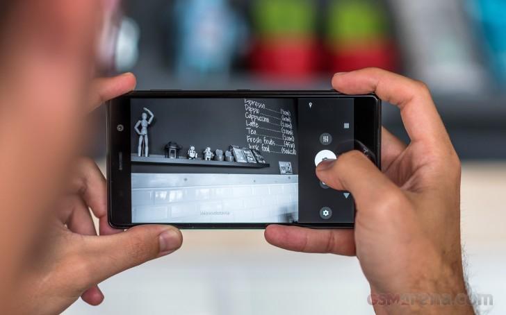 Sony Xperia XZ2 Premium là thế hệ đầu tiên của Sony sở hữu camera kép