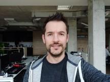 Selfie samples - f/2.0, ISO 100, 1/30s - Xiaomi Mi 8 review