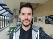 Selfie samples, portrait mode - f/2.0, ISO 119, 1/40s - Xiaomi Mi 8 review