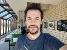Selfie samples: HDR On - f/2.2, ISO 100, 1/212s - Xiaomi Mi A2 review