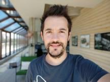 Portrait mode selfie samples - f/2.2, ISO 100, 1/212s - Xiaomi Mi A2 review