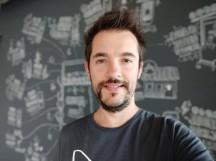 Portrait mode selfie samples - f/2.2, ISO 200, 1/33s - Xiaomi Mi A2 review