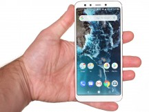 In the hand - Xiaomi Mi A2 review