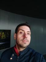 Selfie photos: regular - f/2.2, ISO 111, 1/50s - Xiaomi Mi Mix 3 hands-on review