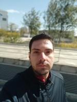 Selfie photos: bokeh - f/2.2, ISO 100, 1/2594s - Xiaomi Mi Mix 3 hands-on review