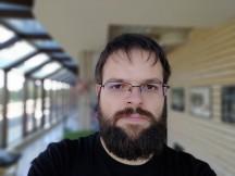 ROG Phone II selfie portrait samples - f/2.0, ISO 25, 1/289s - Asus ROG Phone II review