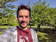 Selfie samples, main camera, 12MP, HDR+ Enhanced - f/1.8, ISO 25, 1/1845s - Asus Zenfone 6 review
