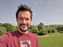 Selfie samples, main camera, 12MP, HDR+ Enhanced - f/1.8, ISO 25, 1/1742s - Asus Zenfone 6 review