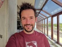 Selfie samples, main camera, 12MP, HDR+ Enhanced - f/1.8, ISO 25, 1/383s - Asus Zenfone 6 review