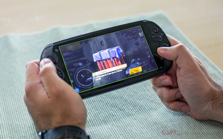 MOQI i7s Android game console review: Display, hardware
