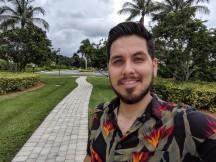 Selfies by Pixel 3a XL - f/2.0, ISO 57, 1/1667s - Motorola Moto Z4 review