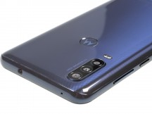 Controls on the right, 3.5mm jack and a mic up top - Motorola One Action review
