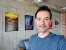 Portrait selfies: OnePlus 7 Pro - f/2.0, ISO 200, 1/50s - OnePlus 7 Pro vs. Samsung Galaxy S10 Plus