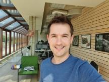 Normal selfies: Galaxy S10+ - f/1.9, ISO 50, 1/413s - OnePlus 7 Pro vs. Samsung Galaxy S10 Plus