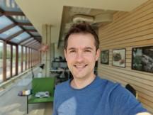 Portrait selfies: Galaxy S10+ - f/1.9, ISO 50, 1/422s - OnePlus 7 Pro vs. Samsung Galaxy S10 Plus