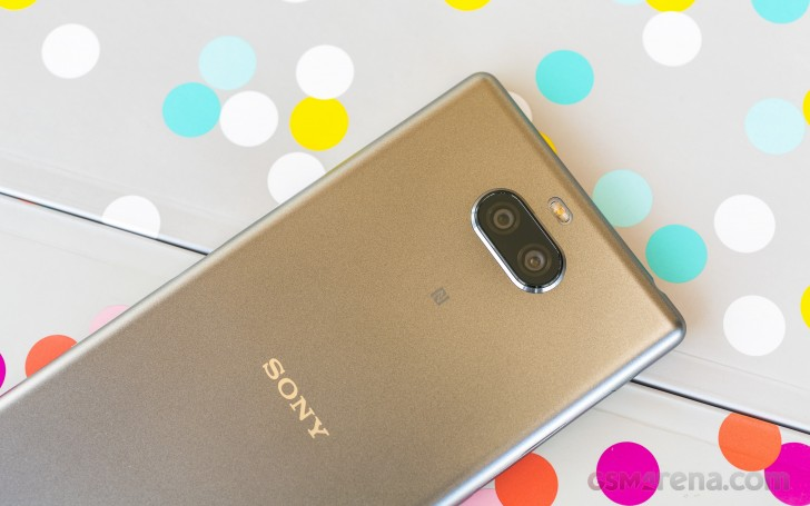Sony Xperia 10 Plus review: Design, 360-degree spin