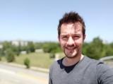 Portrait selfie samples - f/2.0, ISO 100, 1/1614s - Xiaomi Mi 9 SE review