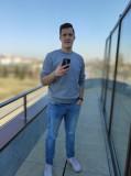 Xiaomi Mi 9 12MP full-body portraits - f/1.8, ISO 113, 1/908s - Xiaomi Mi 9 review