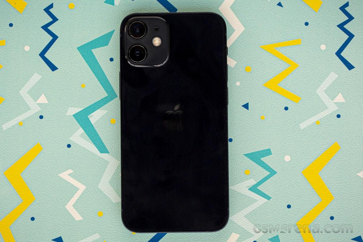 https://fdn.gsmarena.com/imgroot/reviews/20/apple-iphone-12-mini/lifestyle/-1200w5/gsmarena_013.jpg