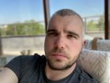 Apple iPhone SE (2020) 7MP selfie portraits - f/2.2, ISO 20, 1/121s - Apple iPhone SE 2020 review