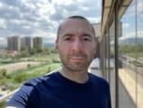 Apple iPhone SE (2020) 7MP selfie portraits - f/2.2, ISO 20, 1/213s - Apple iPhone SE 2020 review