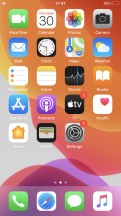 Homescreen - Apple iPhone SE 2020 review
