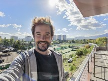 Selfie samples, ultra wide mode - f/2.4, ISO 50, 1/222s - Huawei Mate 40 Pro review