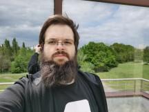 Huawei Mate Xs selfie samples - f/1.8, ISO 50, 1/1484s - Huawei Mate Xs review