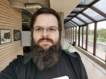 Selfie beauty mode samples: Off - f/1.8, ISO 50, 1/385s - Huawei Mate Xs review