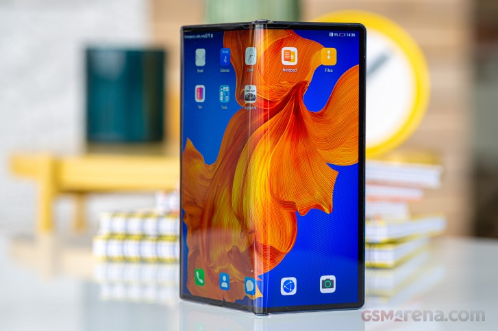 https://fdn.gsmarena.com/imgroot/reviews/20/huawei-mate-xs/lifestyle/-727w2/gsmarena_011.jpg