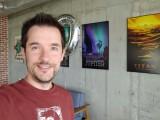 Selfie samples - f/1.9, ISO 100, 1/40s - LG Velvet review