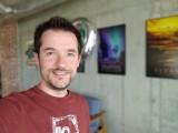 Selfie portraits - f/1.9, ISO 100, 1/40s - LG Velvet review