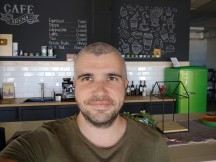 Selfies: Normal - f/2.0, ISO 263, 1/100s - Motorola Moto G 5G Plus review