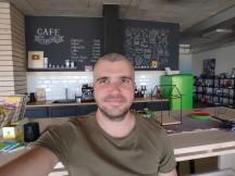 Selfies: Ultra-wide - f/2.4, ISO 463, 1/50s - Motorola Moto G 5G Plus review