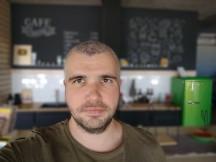 Portrait selfies - f/2.0, ISO 273, 1/100s - Motorola Moto G 5G Plus review