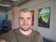 Portrait selfies - f/2.0, ISO 168, 1/50s - Motorola Moto G 5G Plus review