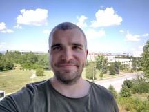 Selfies: Normal - f/2.0, ISO 100, 1/672s - Motorola Moto G 5G Plus review
