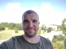 Portrait selfies - f/2.0, ISO 100, 1/748s - Motorola Moto G 5G Plus review
