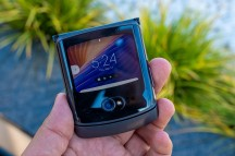 Apps on the Quick View display - Motorola Razr 5G hands-on review