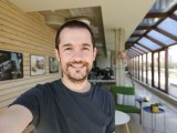 Selfie samples, Portrait mode - f/2.4, ISO 160, 1/100s - Oppo Find X2 review