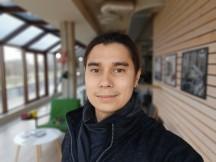 Selfie samples: Portrait - f/2.4, ISO 292, 1/50s - Oppo Reno3 Pro review