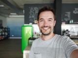 Selfie portrait samples - f/2.4, ISO 186, 1/33s - Oppo Reno4 Pro review