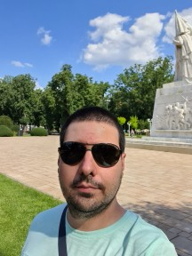Daytime selfies, Live focus (aka Portrait mode) off/on - f/2.2, ISO 50, 1/974s - Samsung Galaxy S20 Ultra long-term review