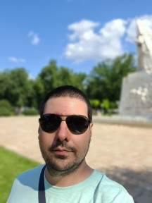 Daytime selfies, Live focus (aka Portrait mode) off/on - f/2.2, ISO 50, 1/1228s - Samsung Galaxy S20 Ultra long-term review