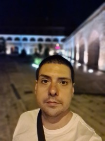 Nighttime selfies, Live focus (aka Portrait mode) off/on - f/2.2, ISO 2000, 1/17s - Samsung Galaxy S20 Ultra long-term review
