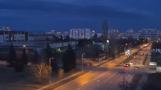 Low-light video at dusk screengrabs, 2x: Galaxy S20 Ultra - Samsung Galaxy S20 Ultra low-light comparison
